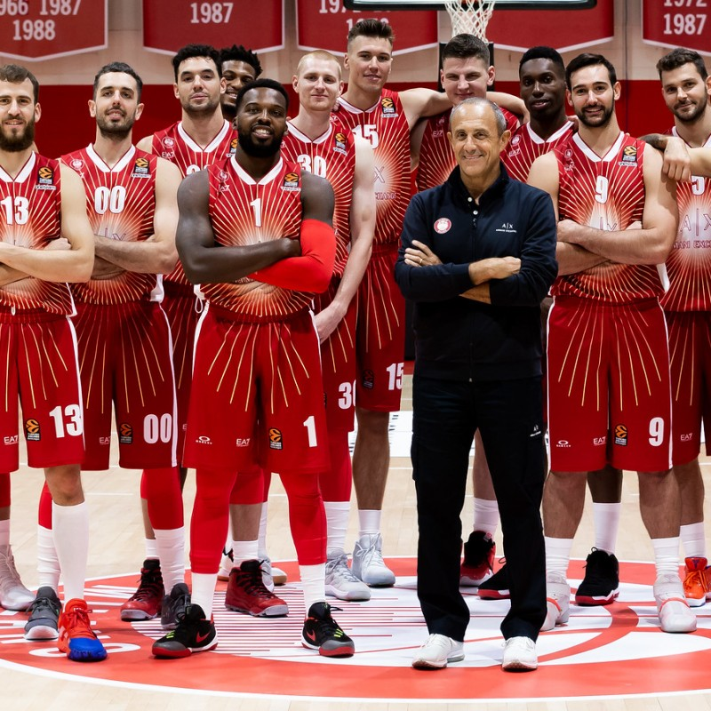 Throw the Ball that Starts the Olimpia Milano EuroLeague Game