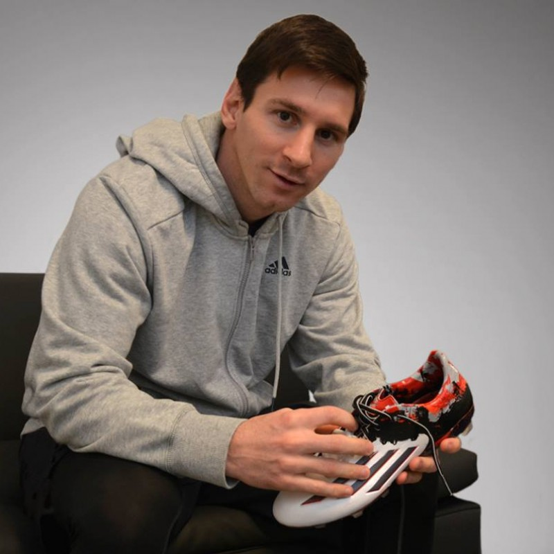 Special Edition Pibe de Barr10 Cleats Signed by Messi