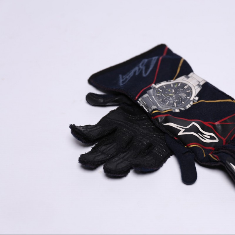Signed Gloves Used by Daniil Kvyat in 2016 Abu Dhabi GP
