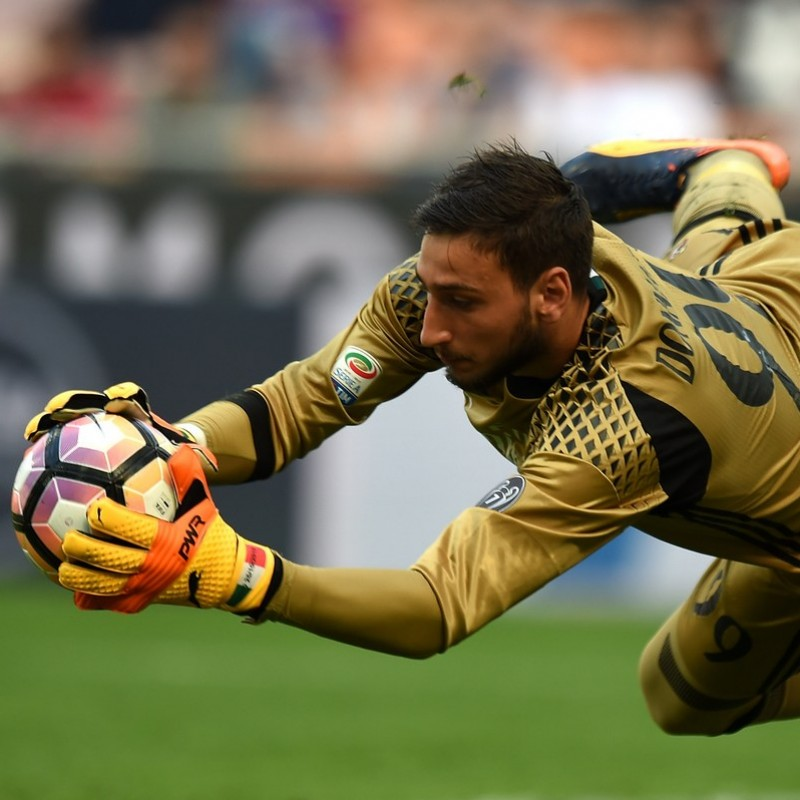 Donnarumma's Match-Issued Gloves, Serie A 2016/17