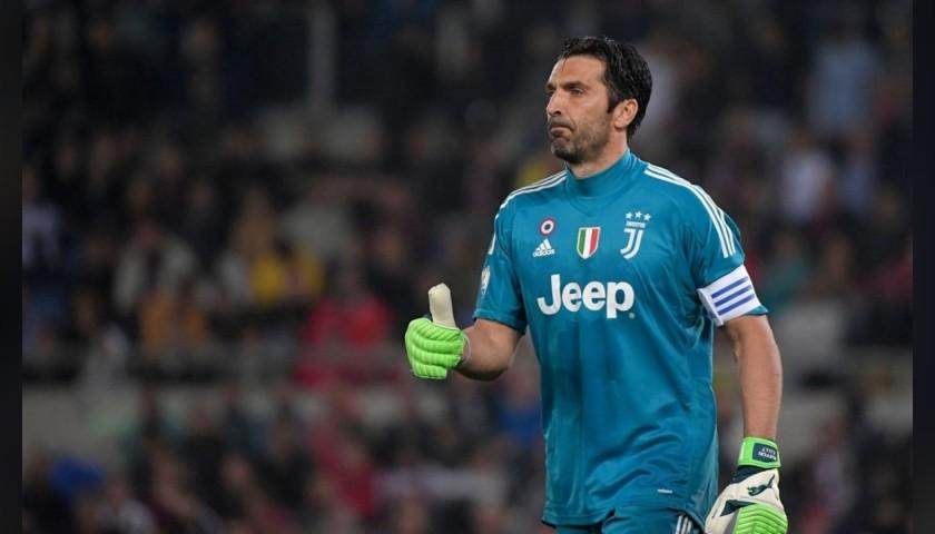Uhlsport Goalkeeper's Gloves Signed by Buffon