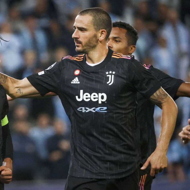 Bonucci's Official Juventus Signed Shirt, 2021/22