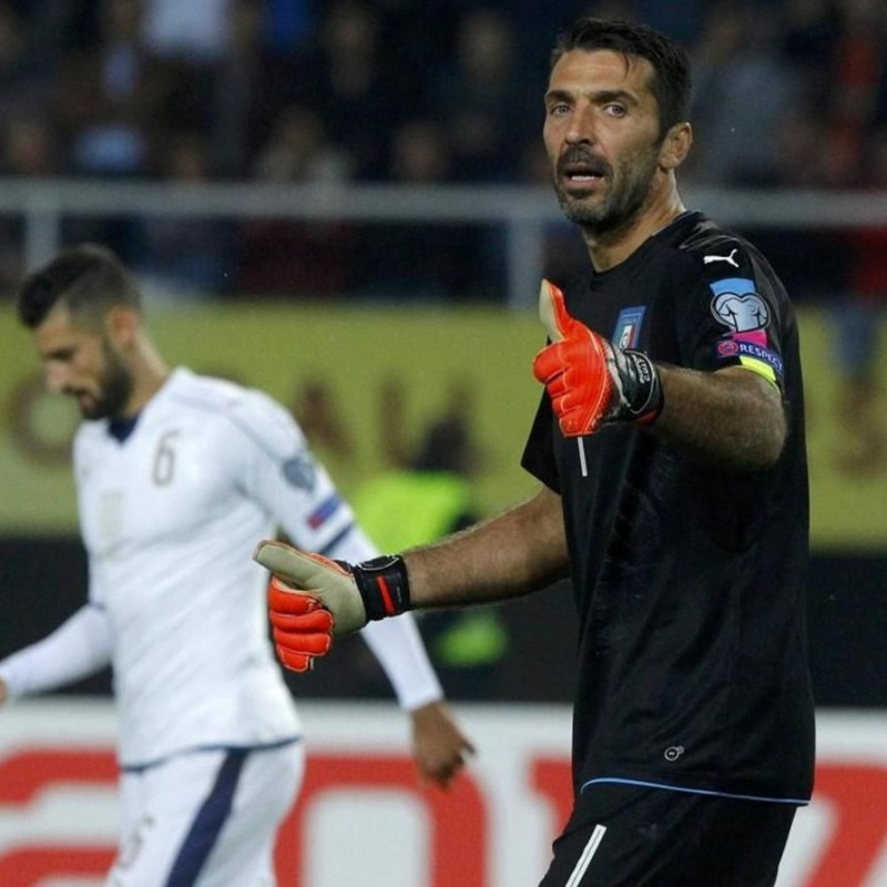 Buffon Match issued/worn shirt, Macedonia-Italy 9/10/16