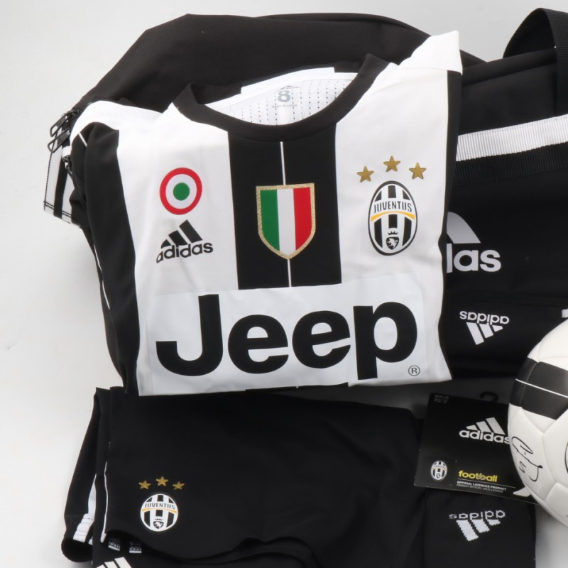 Official Squad Juventus Kit, 2016/17 - Shirt signed by Higuain