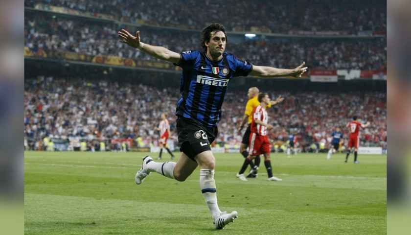 Milito's Official Inter Signed Shirt, 2009/10