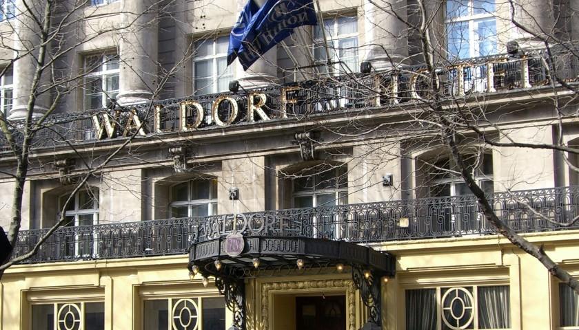 Soggiorno al waldorf hotel londra per 2 con champagne for Soggiorno a londra