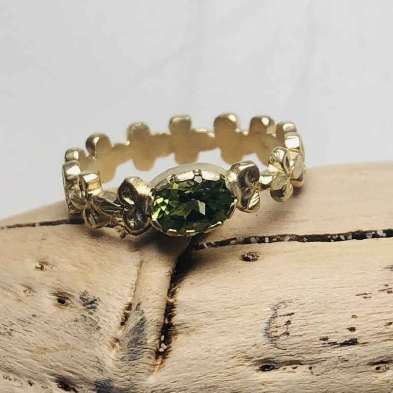 Gigliuccio Ring in 9kt Yellow Gold with Peridot