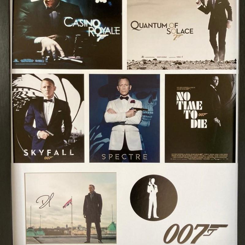 Daniel Craig as James Bond, Signed Display