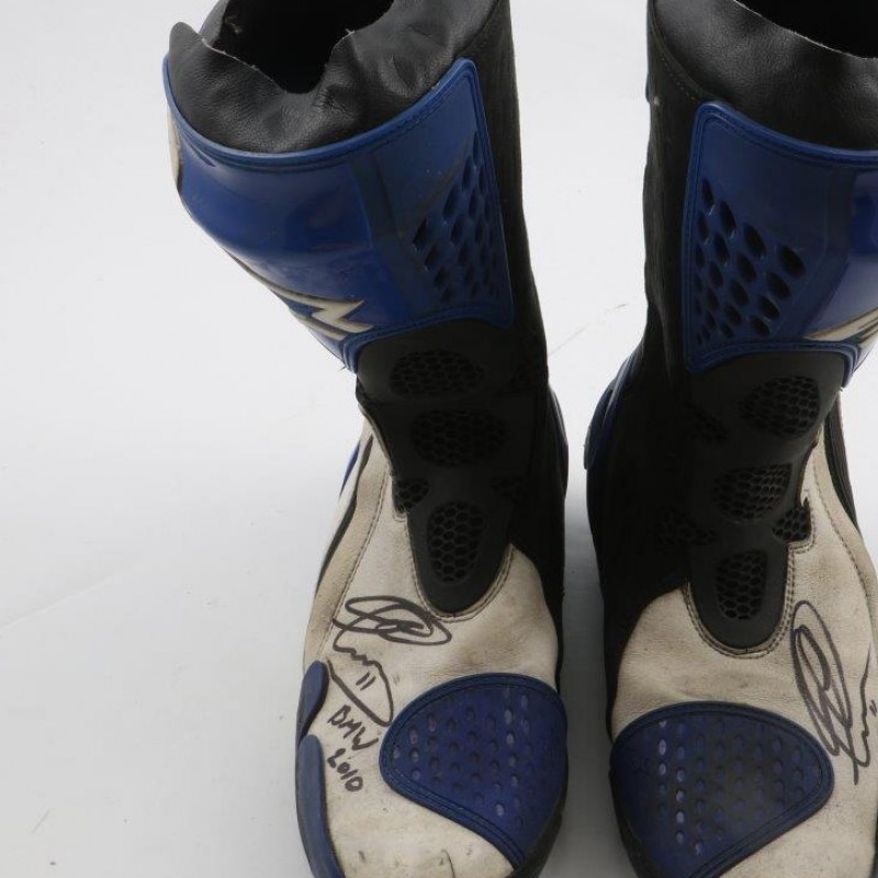 Boots worn by Troy Corser, BMW 2010 - signed