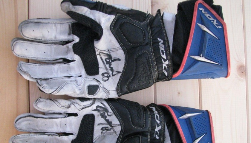 Gloves worn by Yonny Hernandez #68 - signed