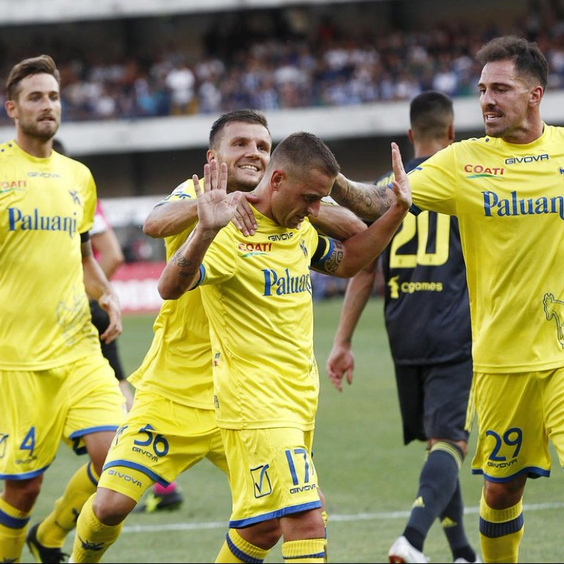 Giaccherini's Chievo Match-Issue/Worn Signed Shirt