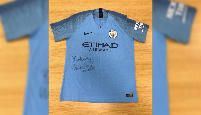 Walker's Manchester City Signed Home Shirt, 2018/19