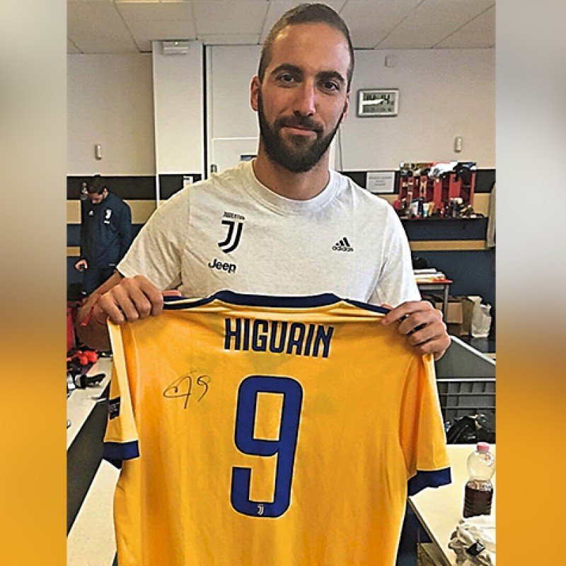 Signed Official Higuain Juventus Shirt, 2017/18
