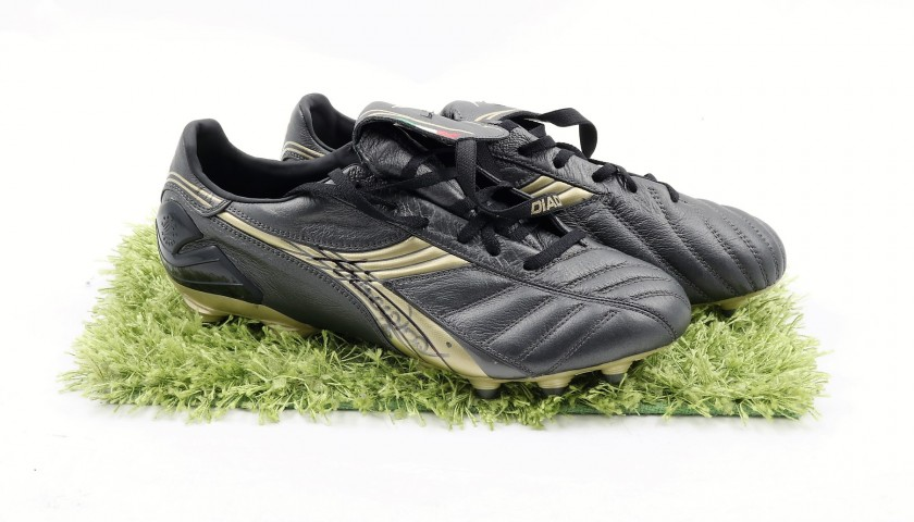 timeless design 8f442 f0799 Francesco Totti's Signed Match-Issued Cleats - CharityStars