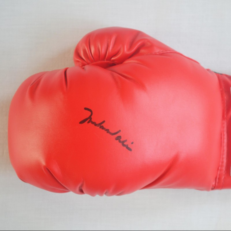 Everlast Boxing Glove Signed by Muhammad Ali