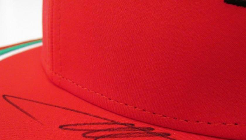 Cappello ferrari firmato da alonso charitystars for Sedia a rotelle ferrari