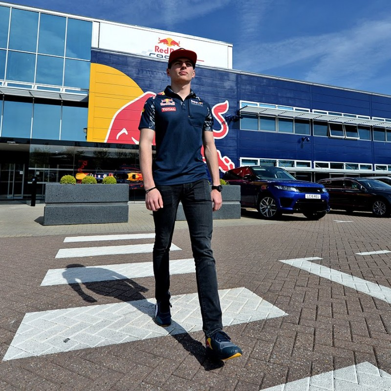 Cappellino ufficiale Red Bull autografato da Max Verstappen