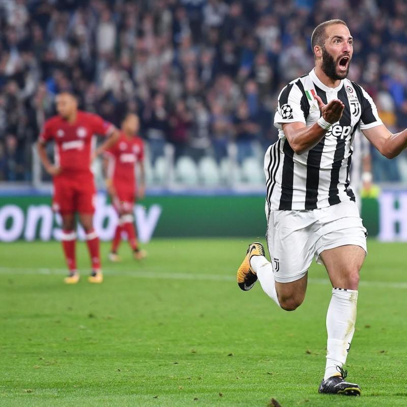 Higuain's Official Juventus Shirt, Signed 2017/18