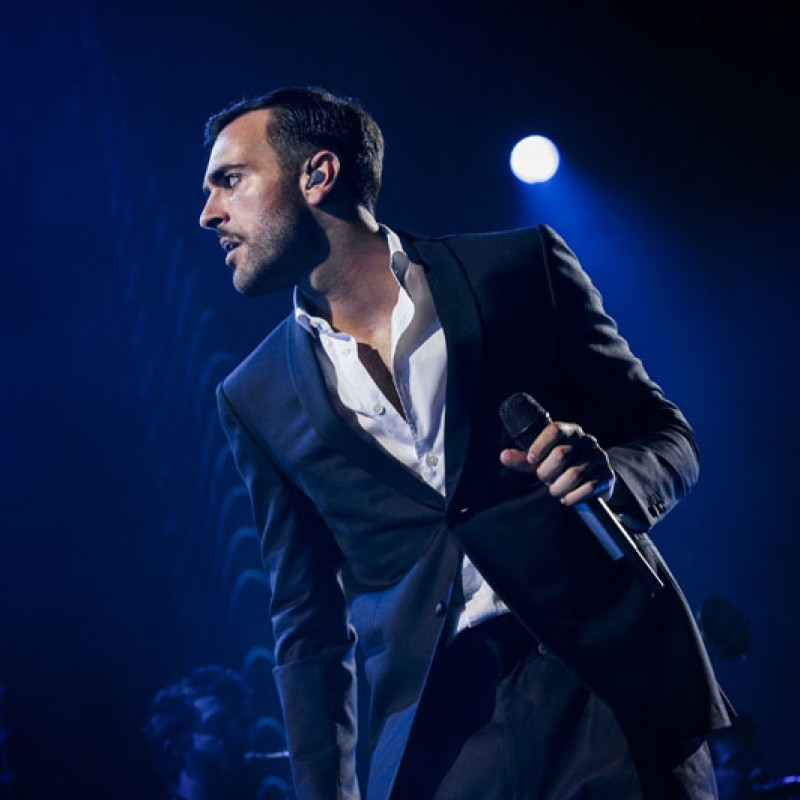 Enjoy the Marco Mengoni Concert from the Skybox at the Assago Forum in Milan
