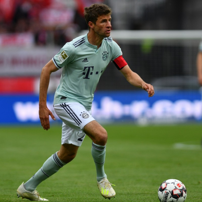 Muller's Bayern Munich Match Shirt, Bundesliga 2018/19