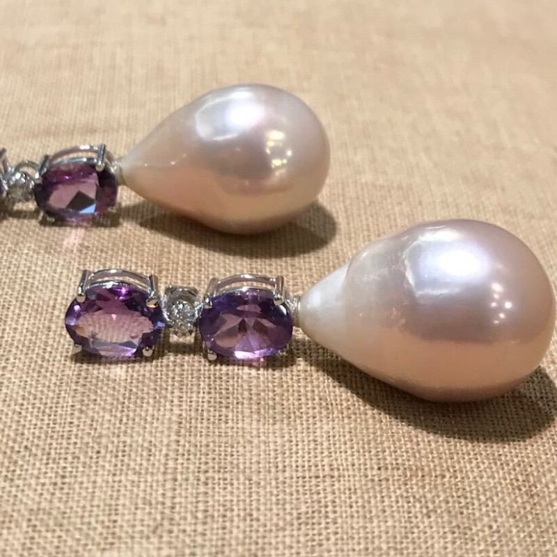 White gold earrings by Rondina