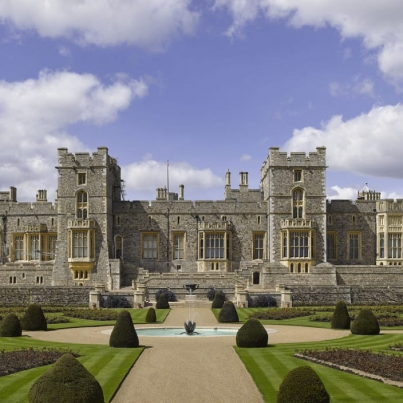 Royal Windsor 5-Hour Private Taxi Tour up to Six People