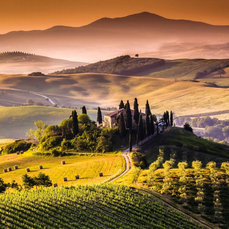 4 Nights in Tuscany, Tour of Cortona & Wine Tasting for 4