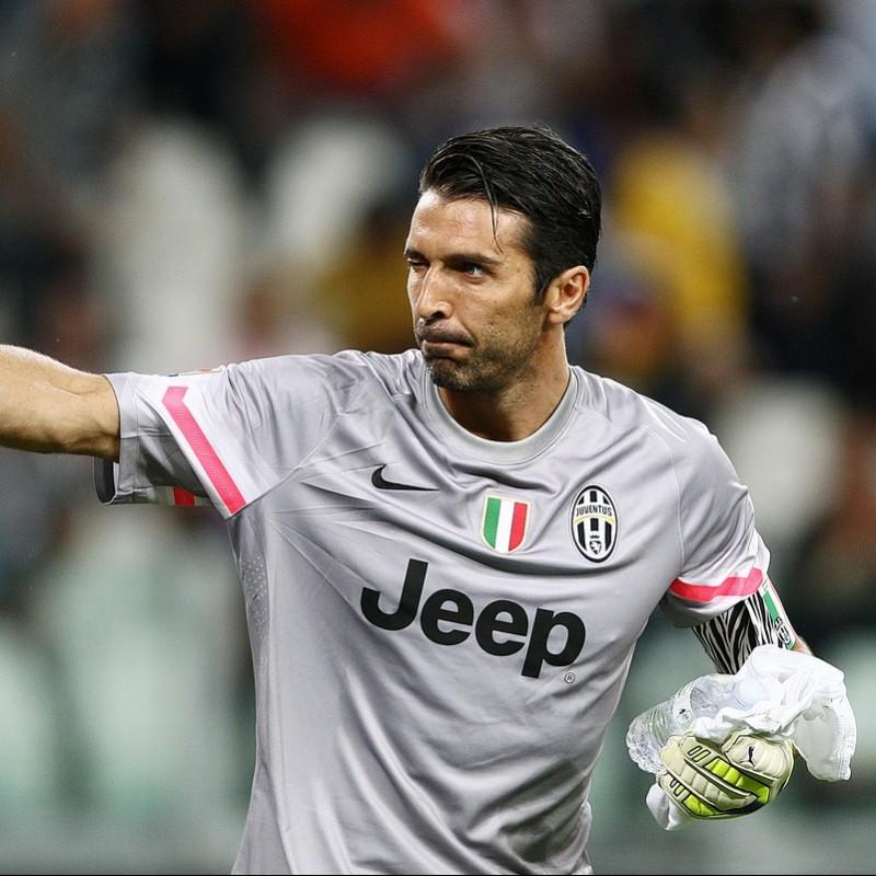 Signed Puma Glove Issued to Buffon fe73b43e2a70