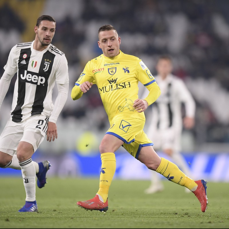 Giaccherini's Official Chievo Signed Kit, 2018/19