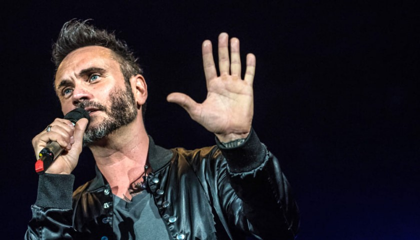 Meet Italian Singer Nek and Attend his Concert in Naples, Italy