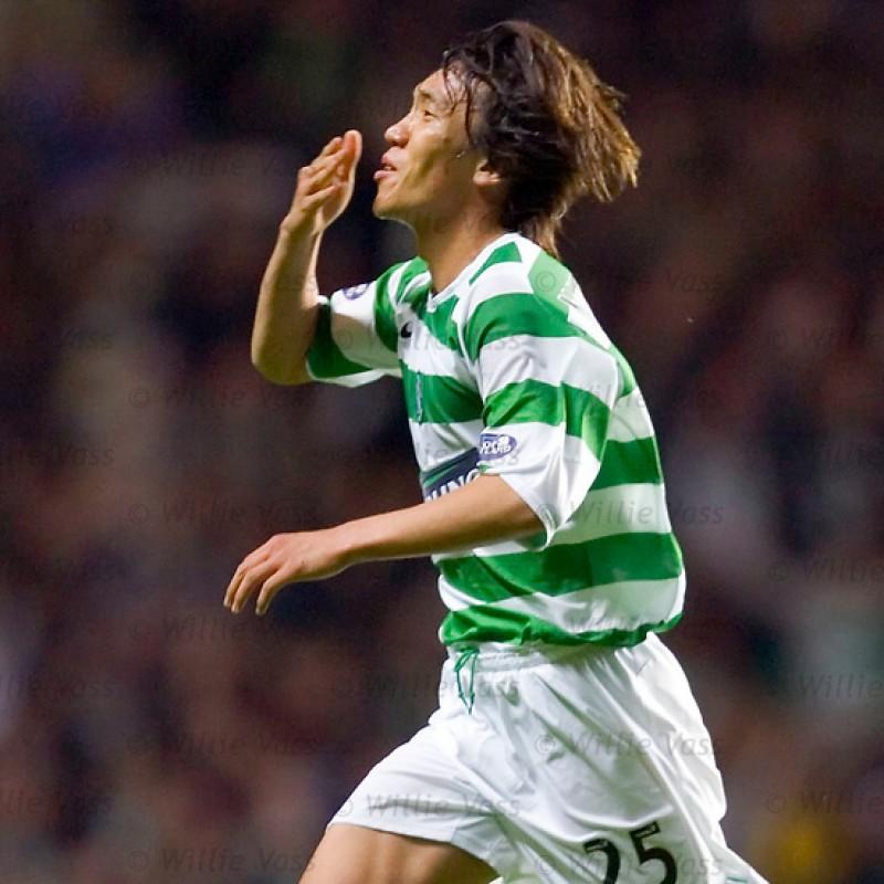 Nakamura's Official Celtic Glasgow Signed Shirt, 2005/06