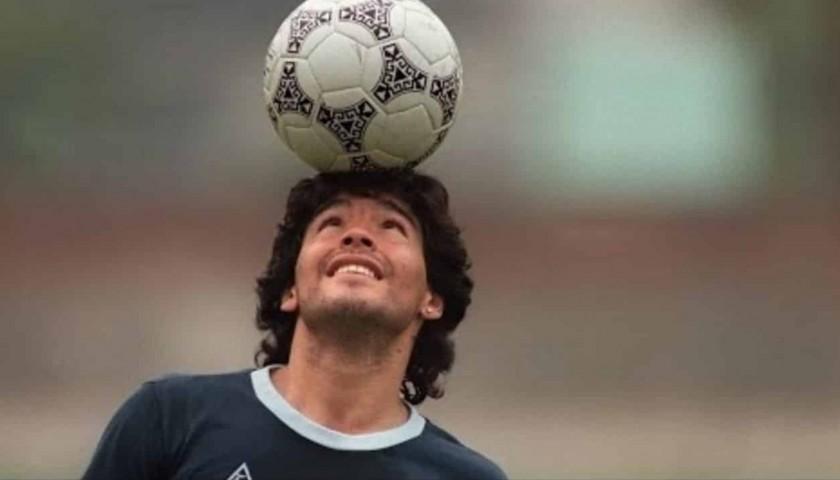 Official Pennant Valencia-Napoli 1992 - Signed by Maradona
