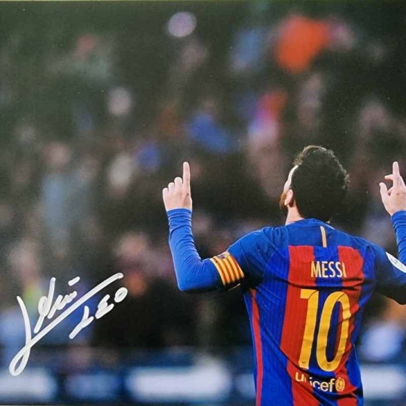 Lionel Messi Signed Photograph