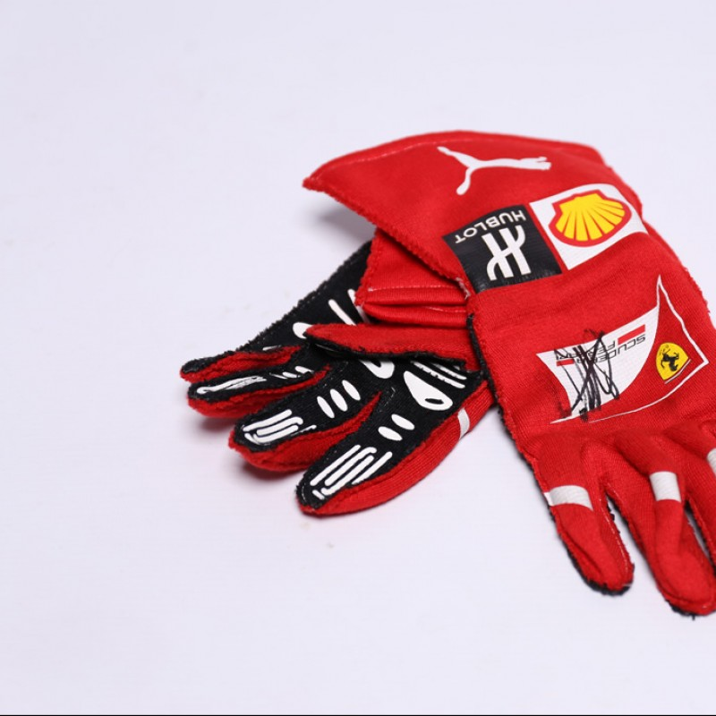 Signed Gloves Used by Sebastian Vettel in 2016 Abu Dhabi GP