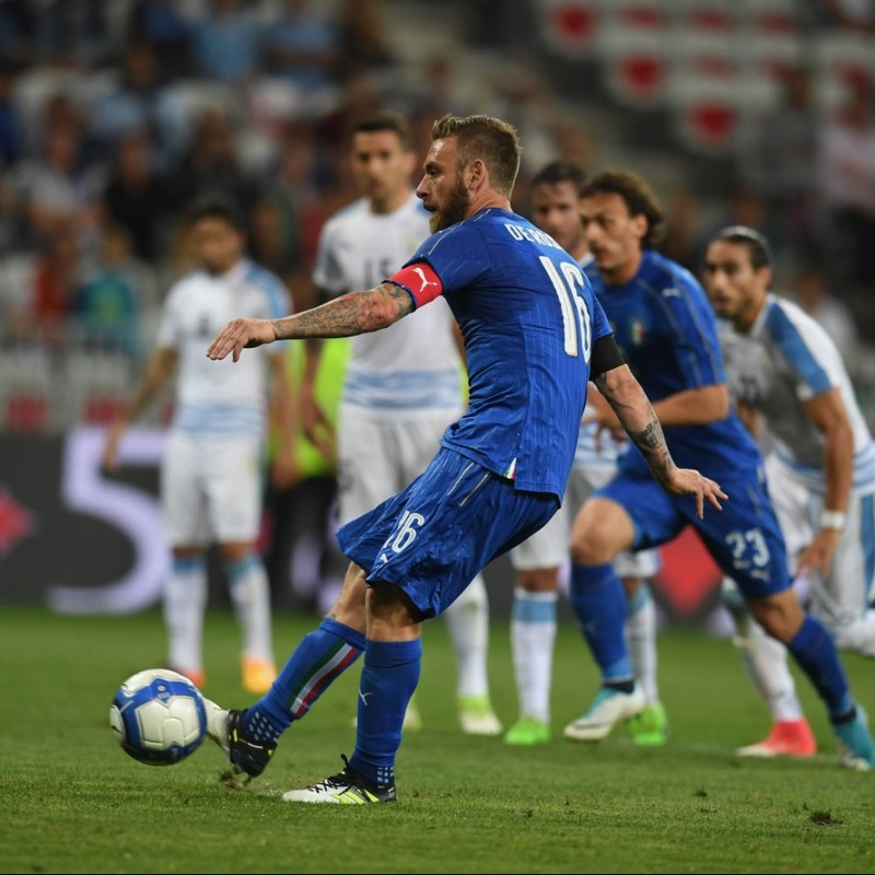 De Rossi's Issued/Worn Shirt, Italy-Liechtenstein 2017