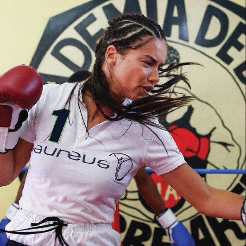 Vinci una lezione di boxe con Adriana Lima in Messico