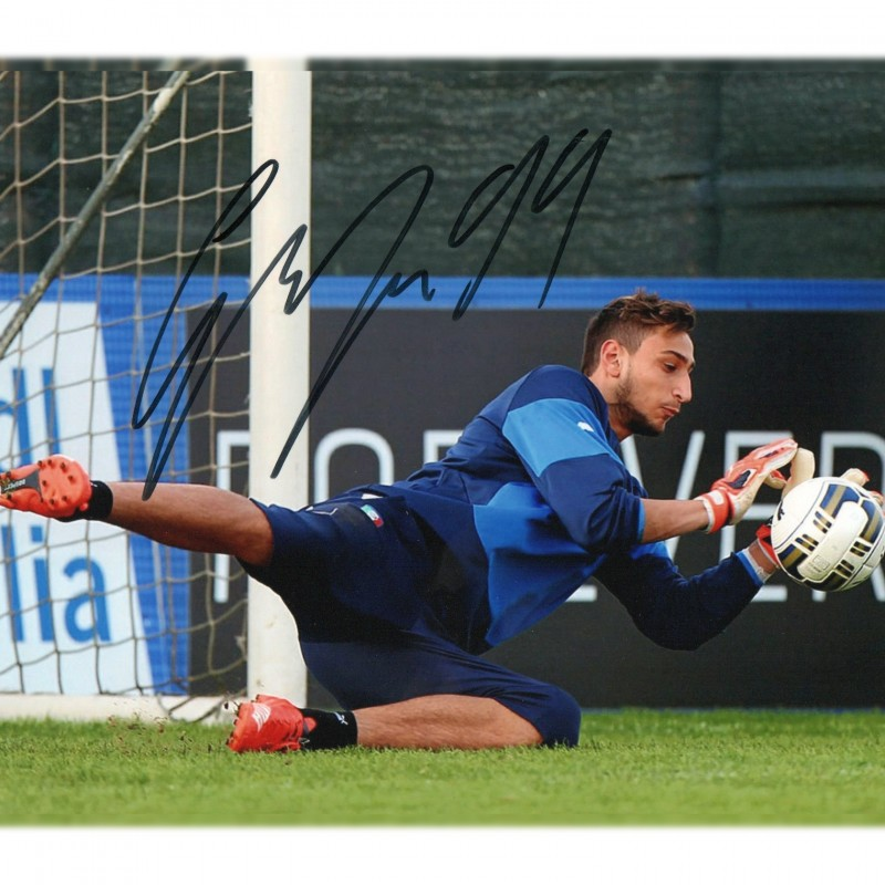 Gianluigi Donnarumma Signed Photograph