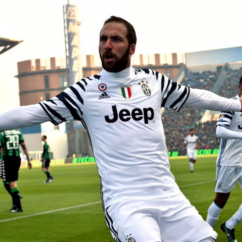 Higuain's Juventus Shirt, Issued/Worn 2016/17 Serie A