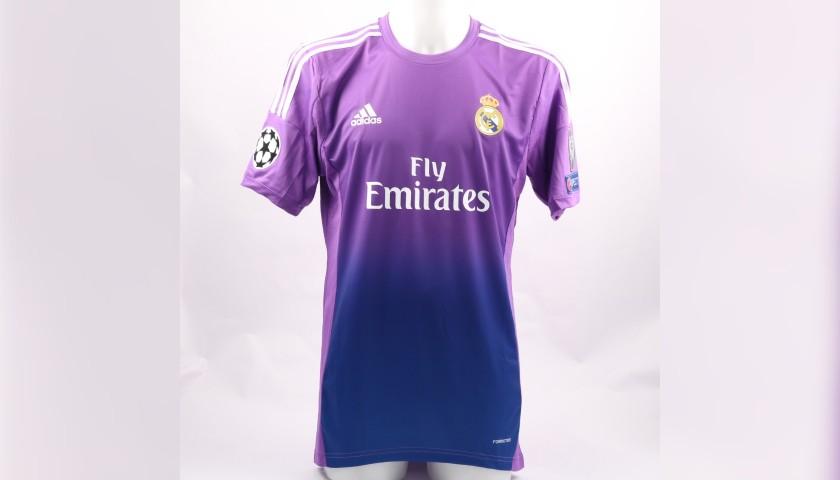 quality design 68bee 4abb0 Casillas' Match-Issue/Worn Shirt and Sweatshirt, Real Madrid-Juventus 2013  - CharityStars