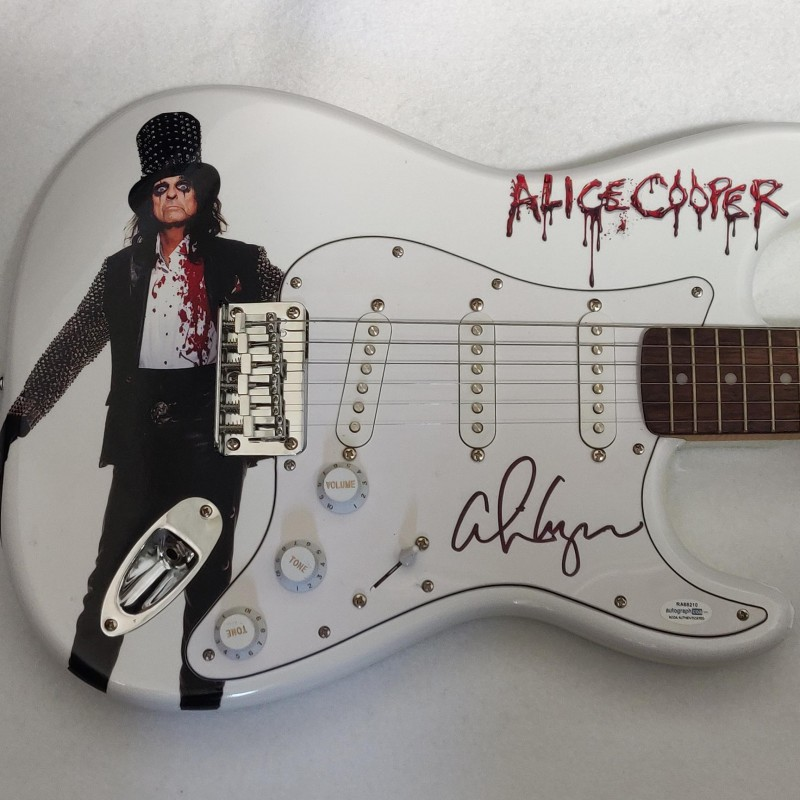 Chitarra Fender autografata da Alice Cooper