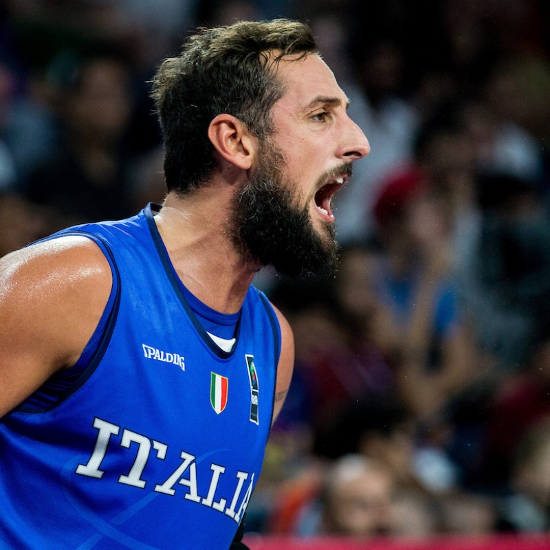 Belinelli's Official Italy Jersey, 2019 + Signed Photograph