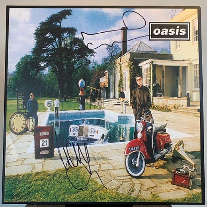 Disco degli Oasis autografato dai Gallagher