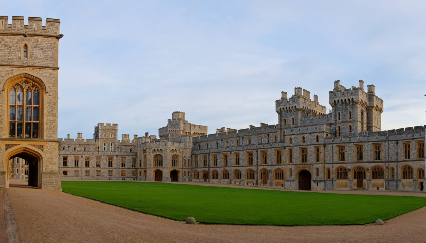 Tour of Windsor Castle with Champagne Tea at Sir Christopher Wren Hotel for 4