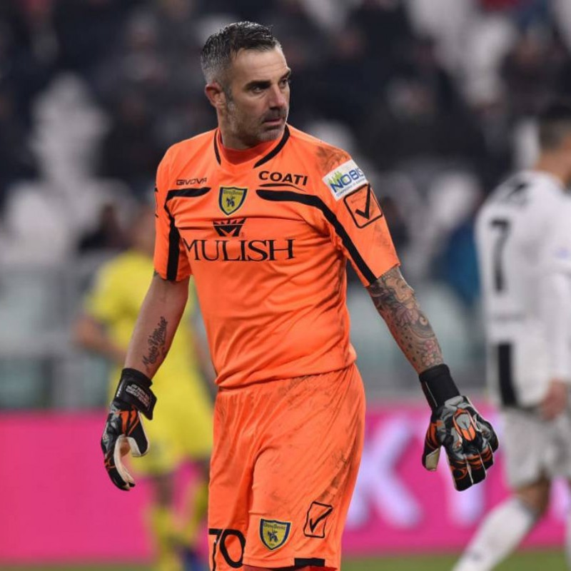 Match-Issue Gloves Signed by Stefano Sorrentino