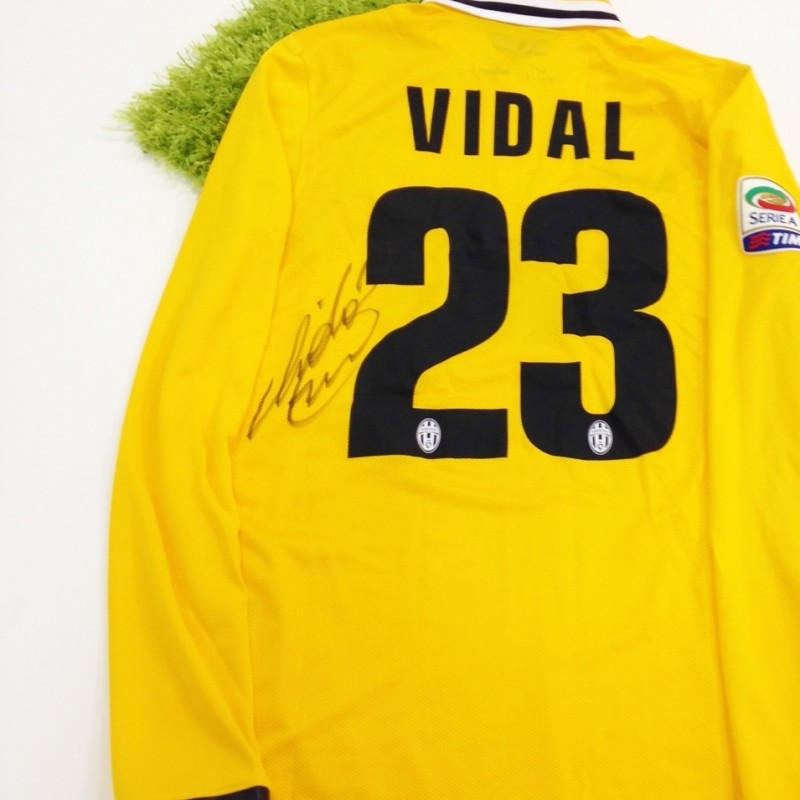 Vidal Juventus issued shirt, Serie A 2013/2014 - signed