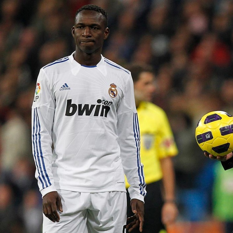 Diarra's Match-Issued Real Madrid vs Barcelona Shirt, 2011 Copa del Rey Final