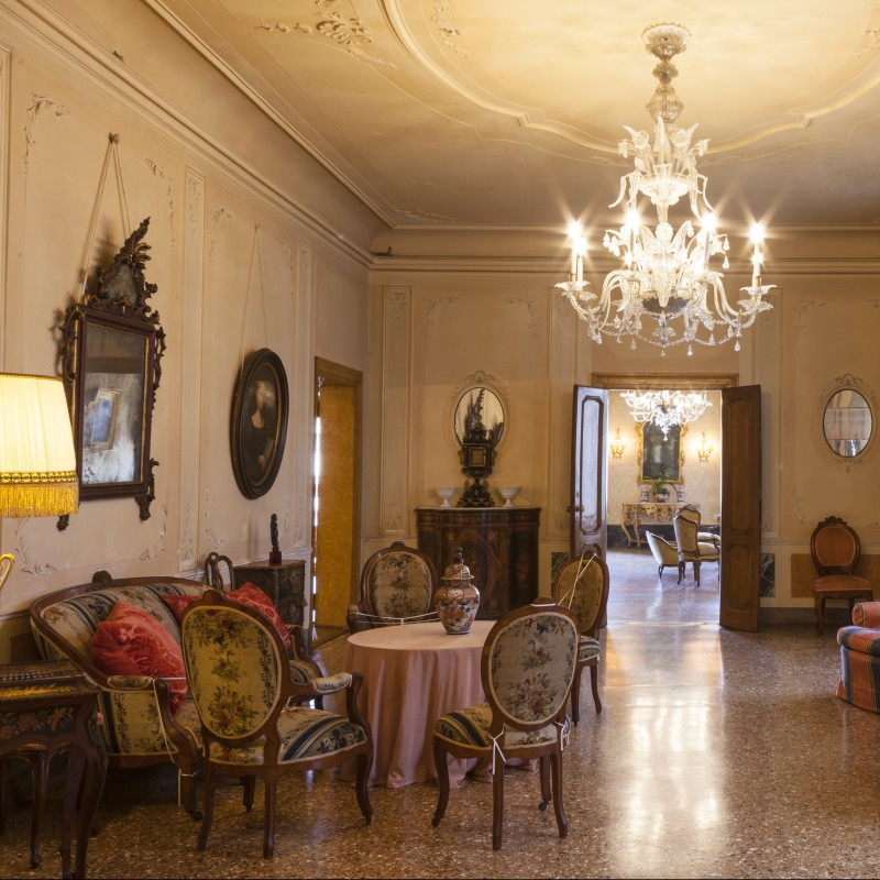 Exclusive Tea at the Palace with Refined Hospitality and Secret Gardens