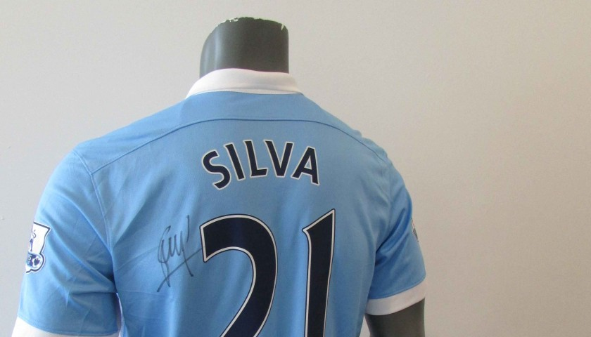 new products 5a5d9 e1dc4 Official Manchester City 2015/2016 Replica shirt, signed by David Silva -  CharityStars