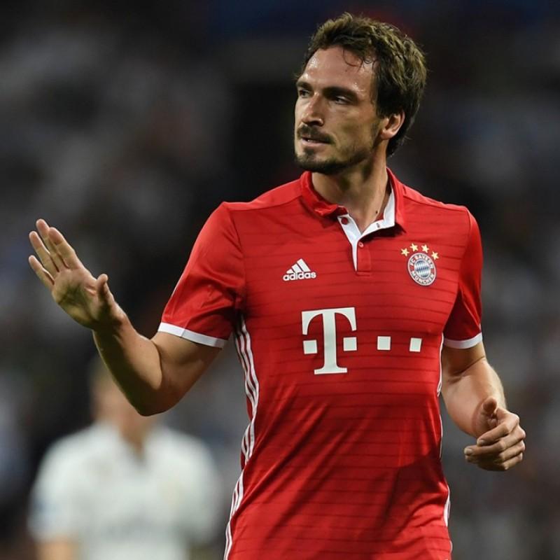 Official 2016/2017 Bayern Munich Shirt Signed by Mats Hummels