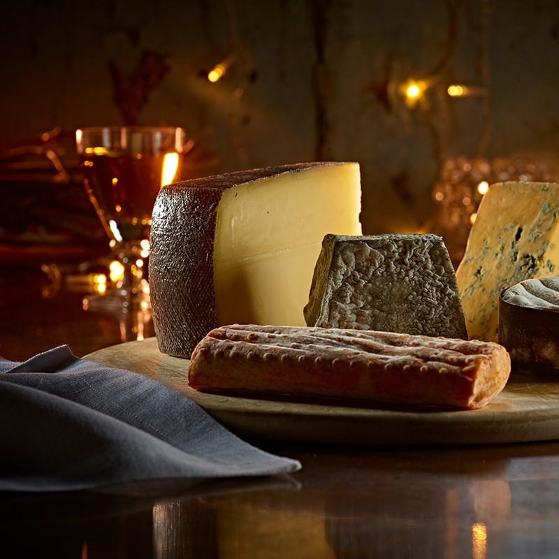 01- Pong Cheese Christmas Explorer Box